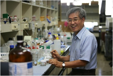 Su-Moon Park in his lab